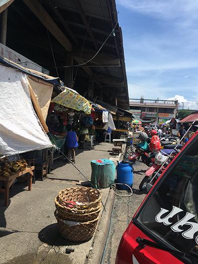 市場の外側